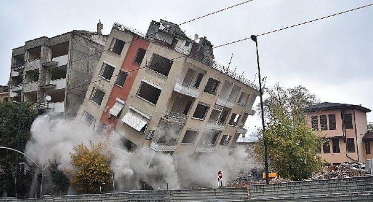 Bursa'da Binalar Yıkılıyor, Tarih Gün Yüzüne Çıkıyor