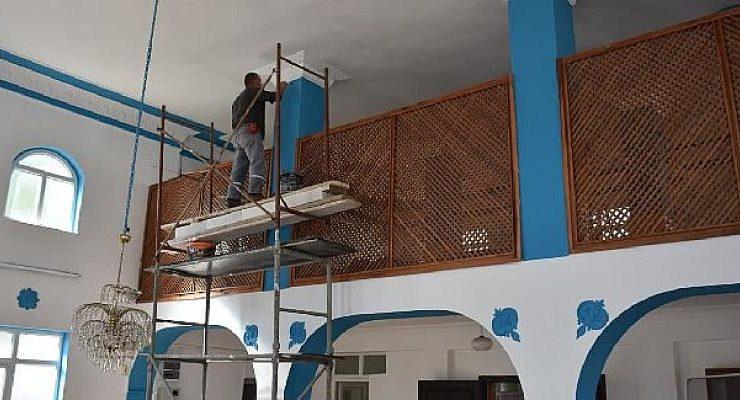 Edremit Belediyesi Camilere Bakım Yapıyor
